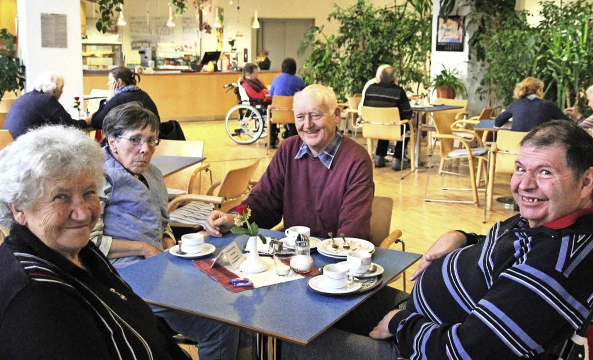 Das Café Raphael ist ein gemütlicher T...e einheimische Spaziergänger hier ein.    Foto: Eva Korinth