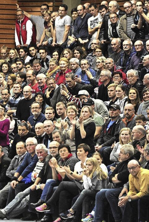Fans in der überfüllten Halle  | Foto: Pressebüro Schaller