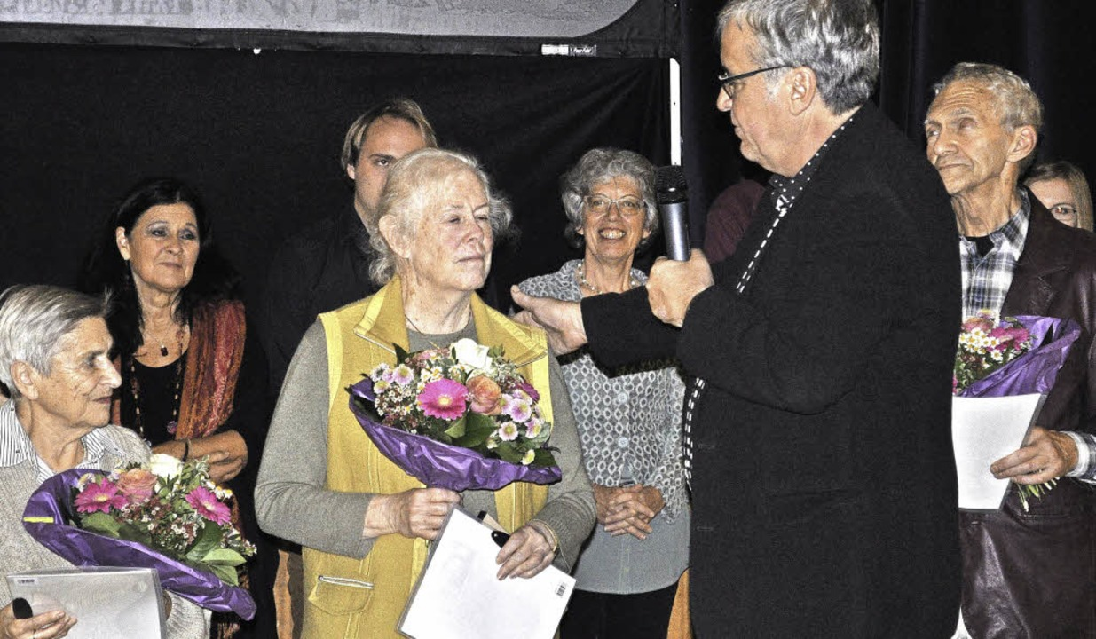 Jürgen Dettling begrüßt seine Ehrengäs...hi und Dovidas Leibzonas (von links).   | Foto: Kurz