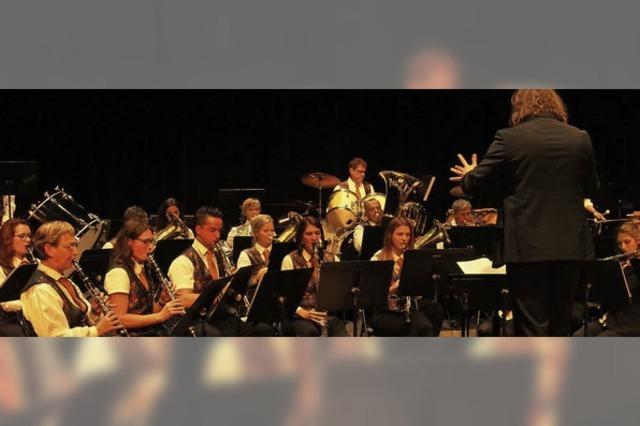 Stadtmusik überzeugt beim Auftritt in der Partnerstadt Hüningen
