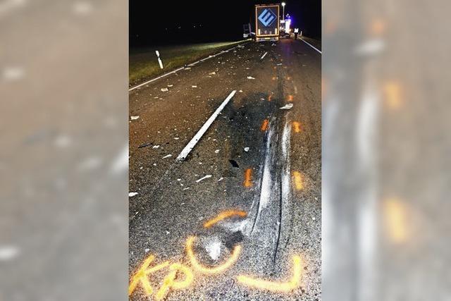 Titisee-Neustadt: 61-jähriger Motorradfahrer prallt frontal gegen Lastzug und wird tödlich verletzt