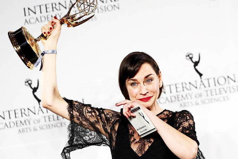 """""""Das ist das Größte, was mir bis jetzt in meinem Leben passiert ist."""" Schauspielerin Christiane Paul hat den Preis als beste Hauptdarstellerin für ihre Rolle im ARD-Film """"Unterm Radar"""" gewonnen. (Foto: dpa)"""