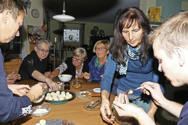 BZ-Card-Inhaber erleben beim Kartoffelpralinenworkshop mit Christa Binder eine kreative Kartoffelküche