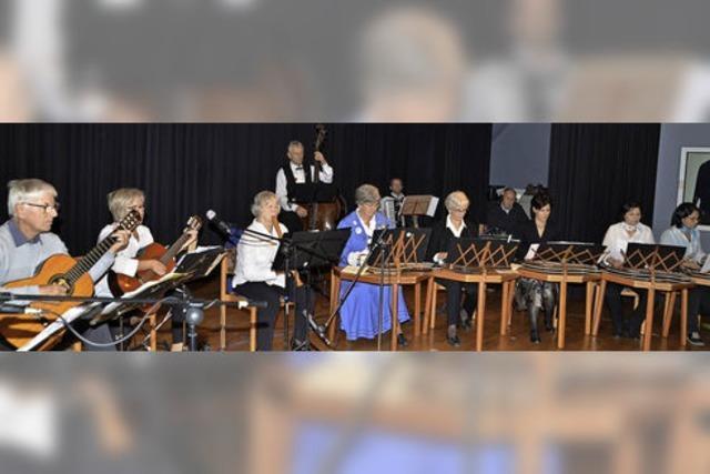 Besinnliche Worte und schöne Melodien im Bürgerhaus