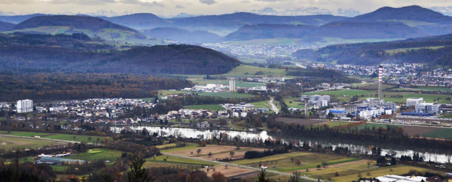 Von den Schweizer Alpen im Hintergrund...warzwald ziehen zahlreiche Wildtiere.   | Foto: Felix Held