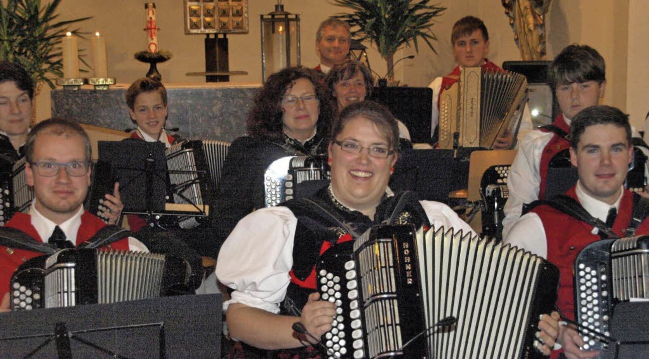 Der Handharmonika-Club Albtal konnte s...lückten Zuhörer entgegengenommen wurde  | Foto: Karin Stöckl-Steinebrunner