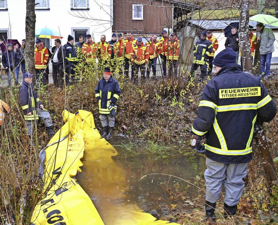 Führungskräfte der Feuerwehren und Bür...ee-Neustadt am Färbebach in Neustadt.   | Foto: Feuerwehr
