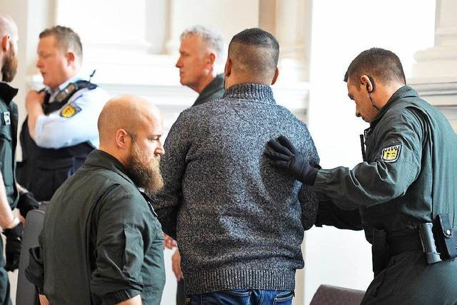 Angeklagter stellt Schüsse als Notwehr dar