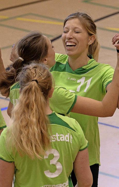 Grund zum Feiern haben Neustadts  Volleyballerinnen.    Foto: seeger