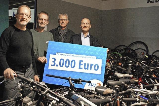 Emmendingen: Stadtwerke spenden 300 gebrauchte Fahrräder