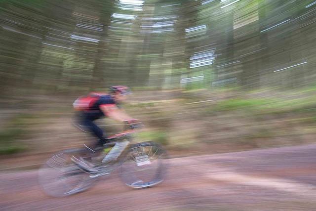 55-jähriger Mountainbiker stirbt bei Sturz in Bachbett