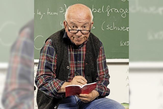 Horst Schroth alias Olaf Laux zieht im Burghof in Lörrach kabarettistisch Bilanz