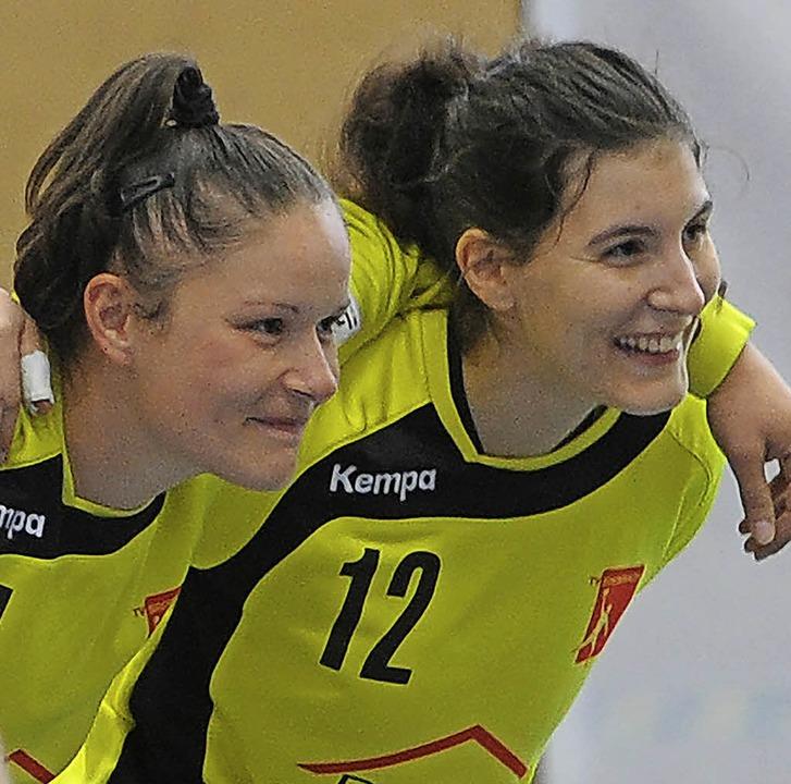 Gut gelauntes Brombacher Torhütergespa...Brisevac (links) und Sonja De Gregori     Foto: Meinrad Schön