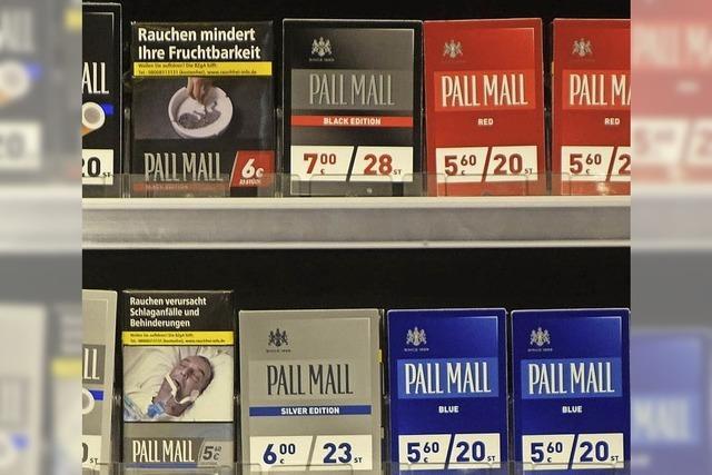 Händler decken Schockbilder auf Tabakwaren ab