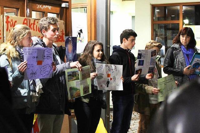 Klein, aber beharrlich: Die Montagsdemo in Kirchzarten