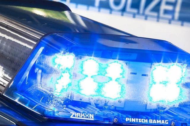 Unfall auf A 861: Ein Verletzter, drei kaputte Autos
