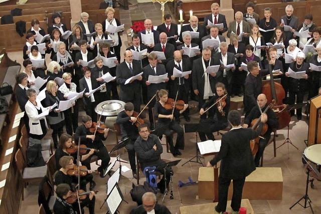 Kirchenchor und Kammerorchester musizieren zum ersten Advent