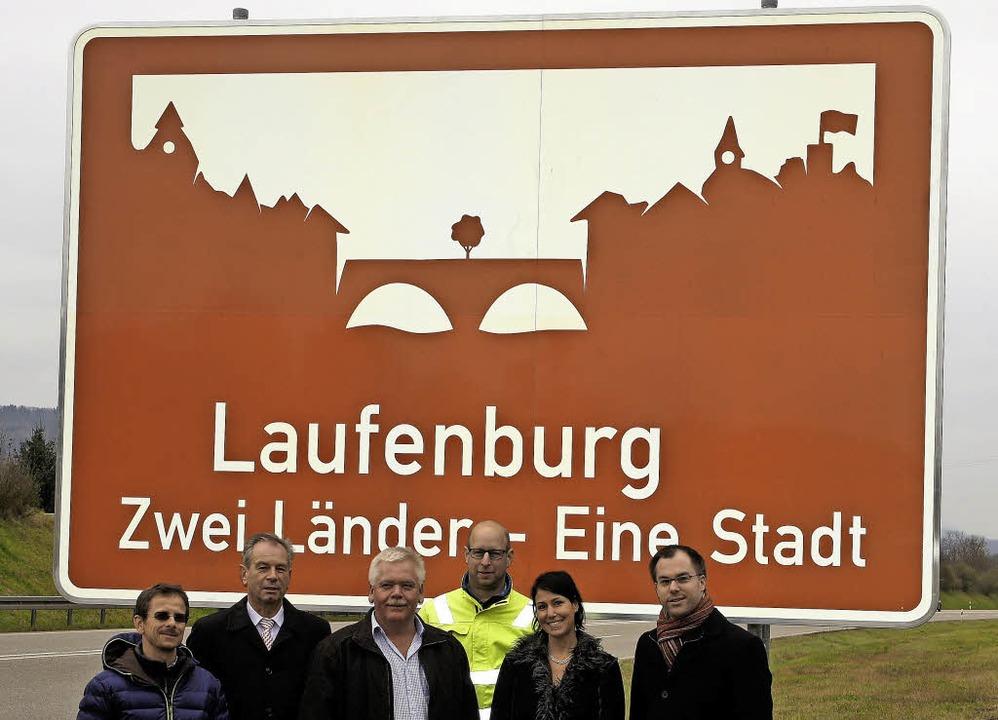 Vereint vorm Schild (von links):  Patr...link und Bürgermeister Ulrich Krieger     Foto: Reinhard Herbrig