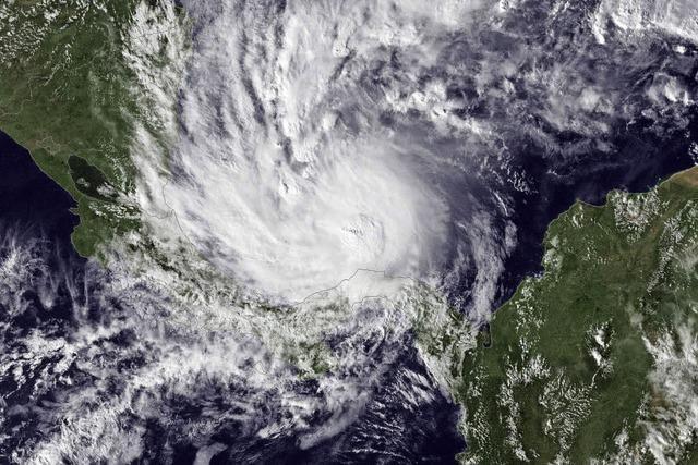 Bebende Erde und starker Sturm