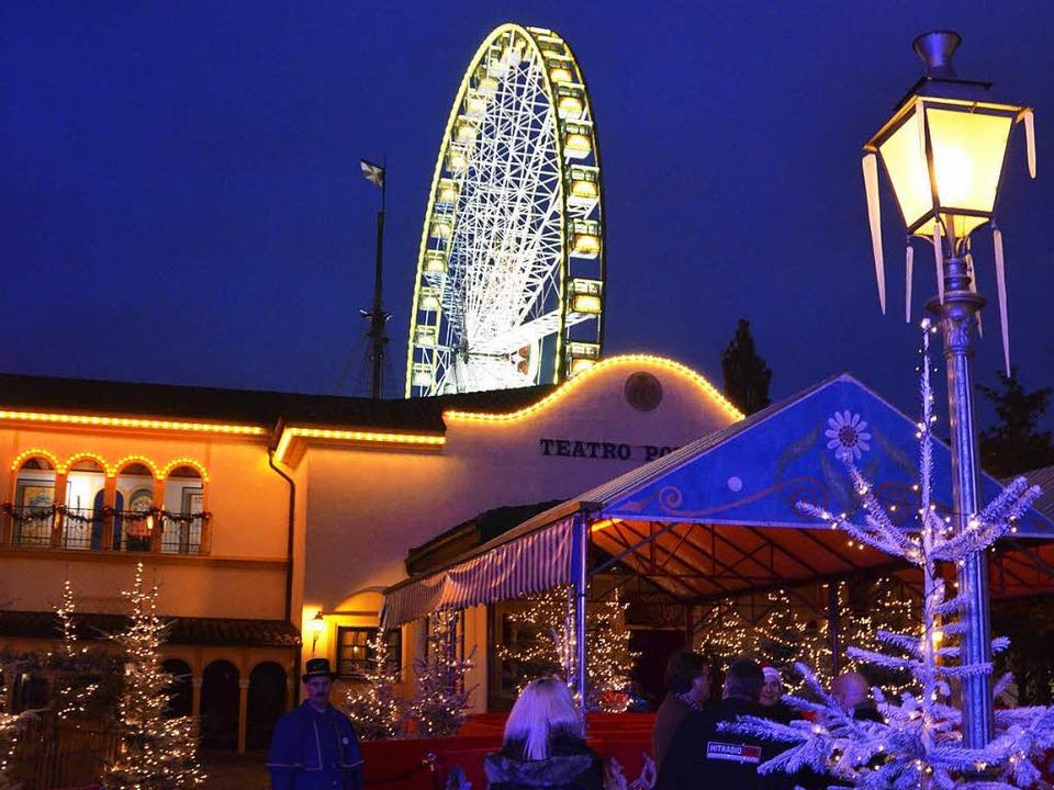 Lichterglanz und Riesenrad – der... ganz auf die Weihnachtszeit getrimmt.  | Foto: Christian Kramberg