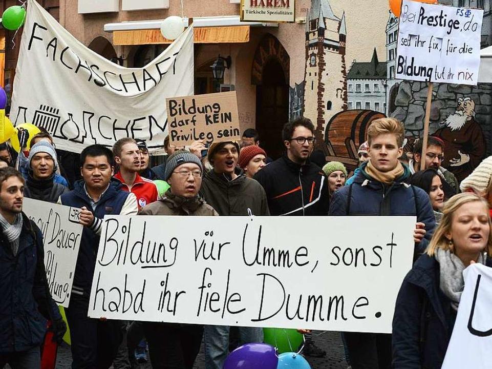 Bei der Demo gab's reichlich klare Botschaften.  | Foto: Rita Eggstein