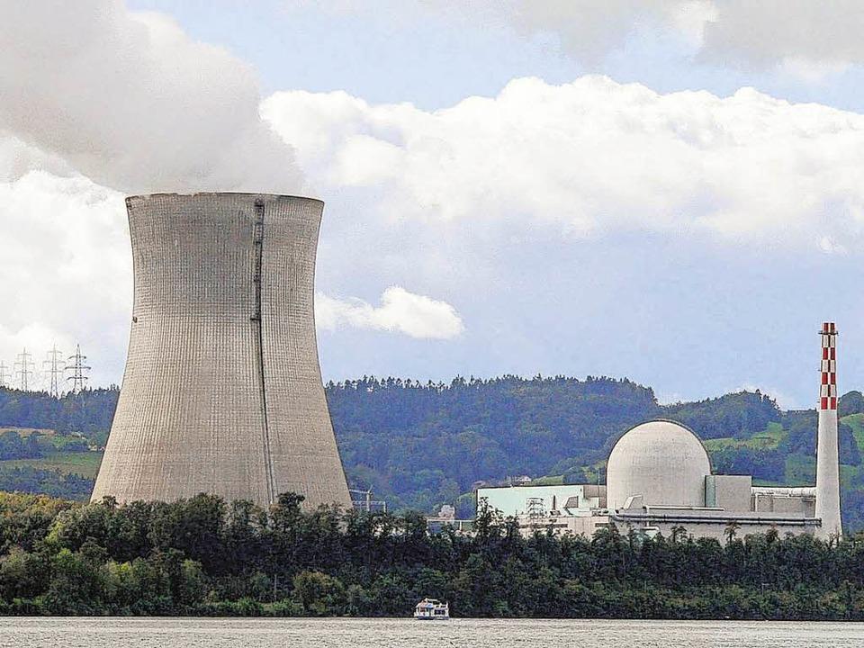 Das Atomkraftwerk Leibstadt befindet s...Meter Luftlinie von Waldshut entfernt.  | Foto: Herbst