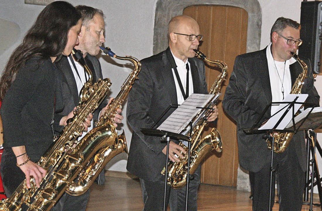 Safer Sax mit Organisator Rolf Albiez ...acht der Musik ein neues Programm vor.  | Foto: Schütz