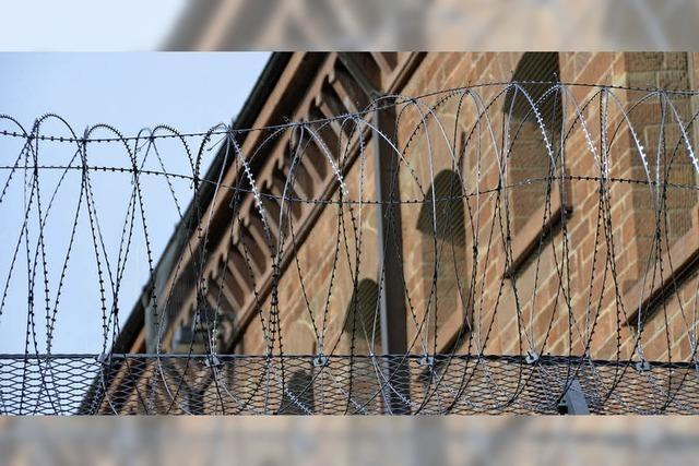 Neubau des Gefängnisses verzögert sich trotz Überlastung der Anstalten im Land