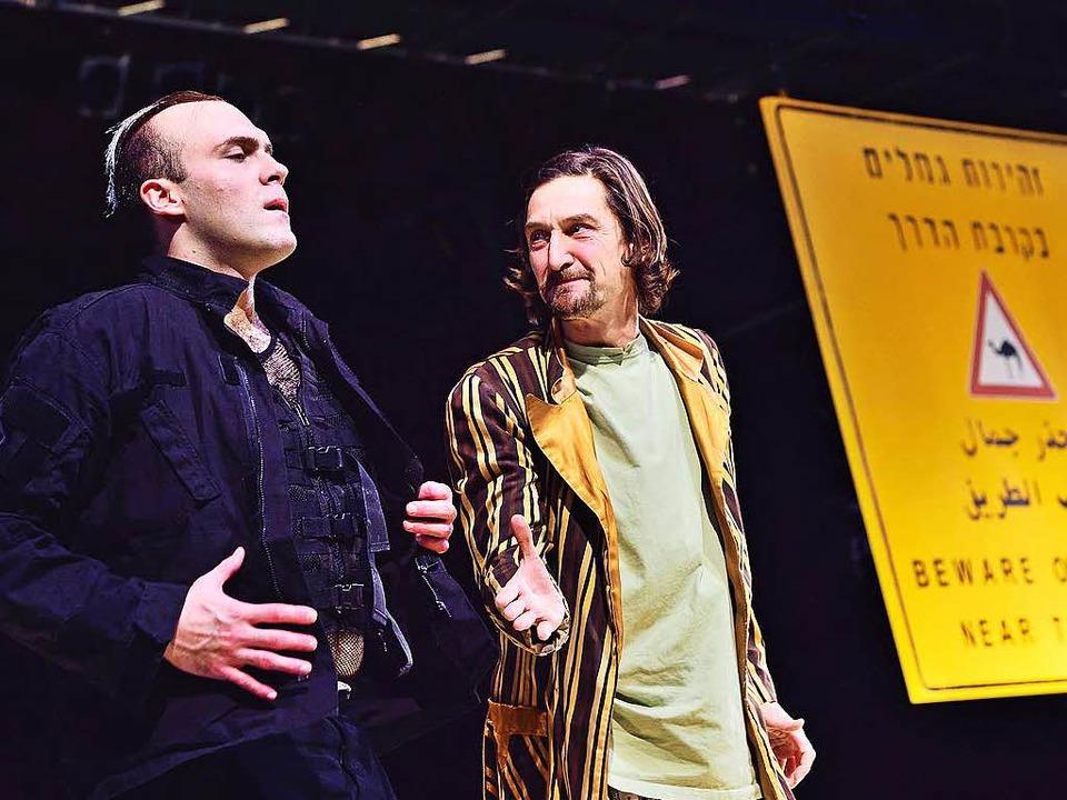 Freunde? Martin Weigel als Tempelherr, Victor Calero als Nathan  | Foto: Maurice Korbel