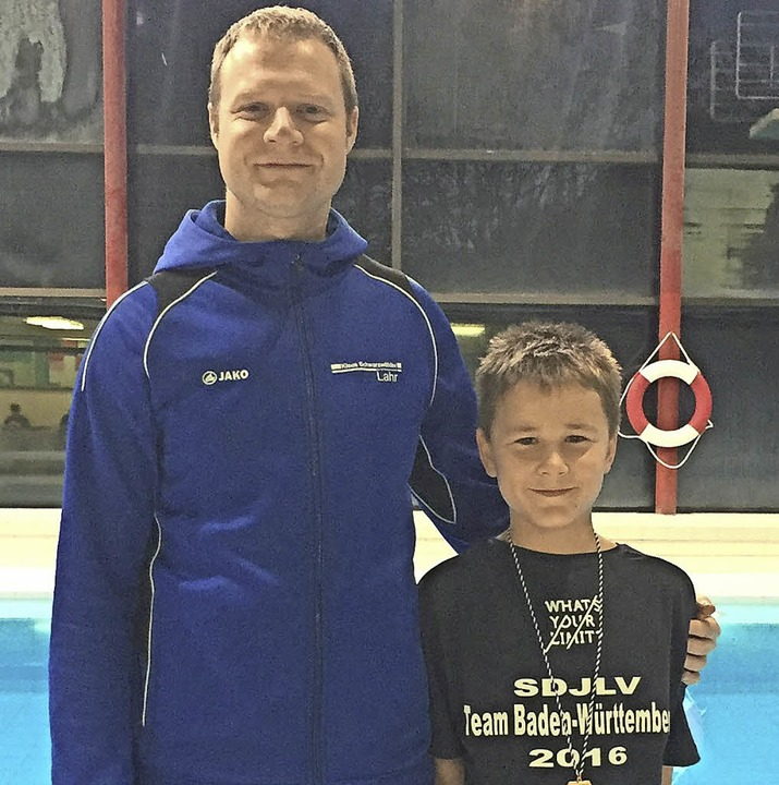 <BZ-FotoAnlauf>Schwimmen:</BZ-FotoAnlauf> Manuel Tomm mit Trainer Marco Sinner.   | Foto:  Privat