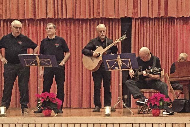 Die Senioren singen kräftig mit