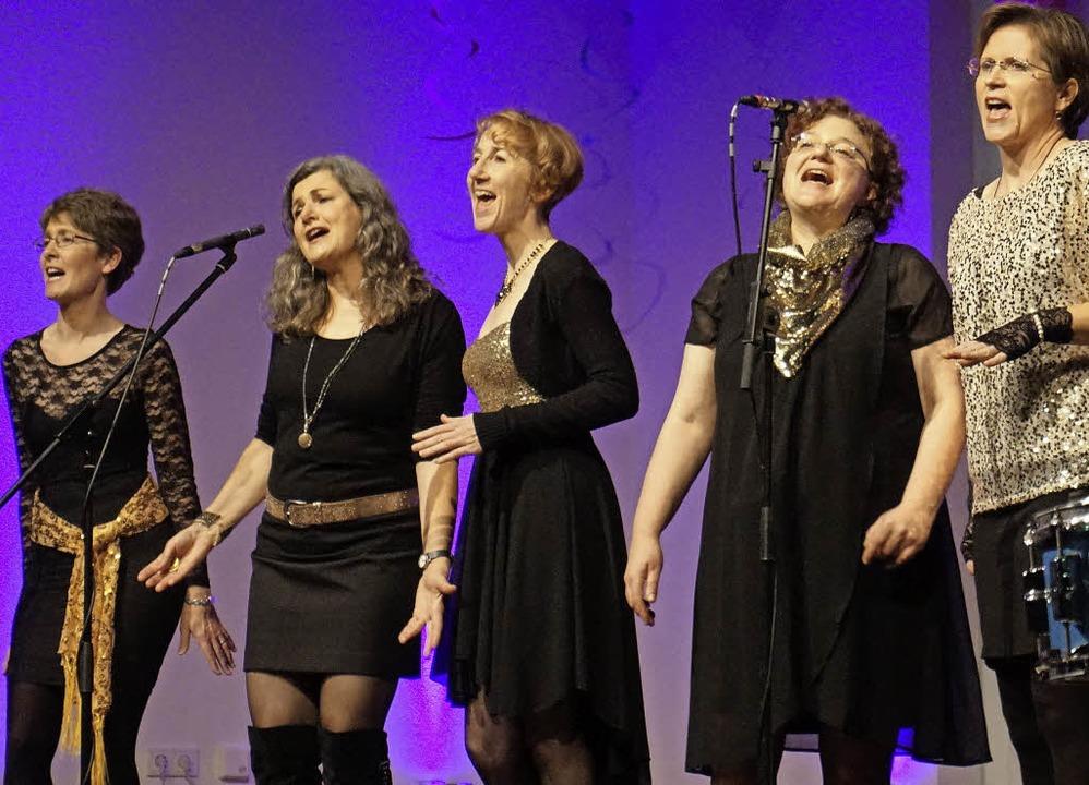 Die Damen vom Ensemble In the Mixx in Aktion   | Foto: Julius Steckmeister