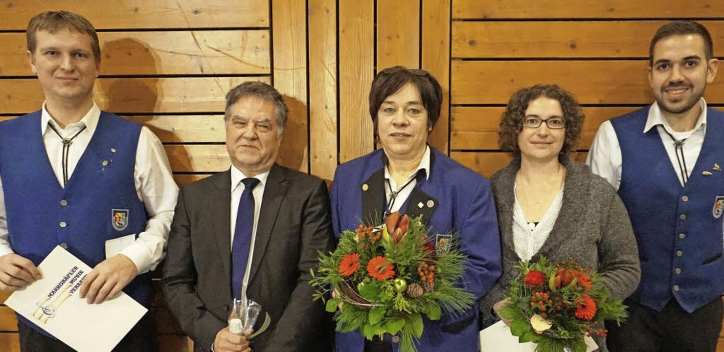 Geehrte im Musikverein mit dem ehrende...e Kopp  und  Vorsitzender Peter Ingold    Foto: Julius Wilhelm Steckmeister