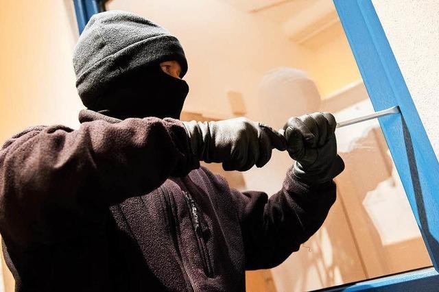 Einbrecher hebelt Fenster einer Wohnung in der Wiehre auf
