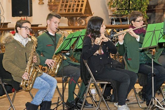 Trachtenmusiker rocken die Kirche