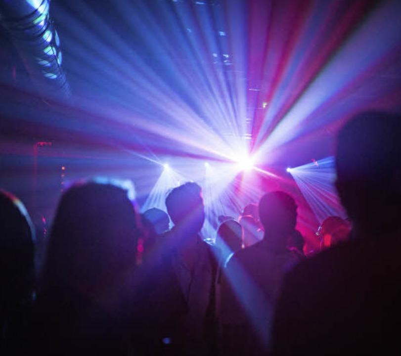 Tanzen und   Feiern  – geht in Bayern nun auch an Karfreitag.  | Foto: dpa