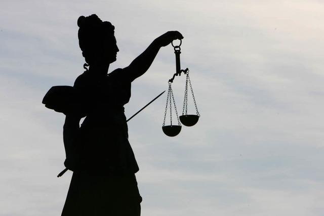Mann hat Freiburger Richter mit Benzin vollgespritzt