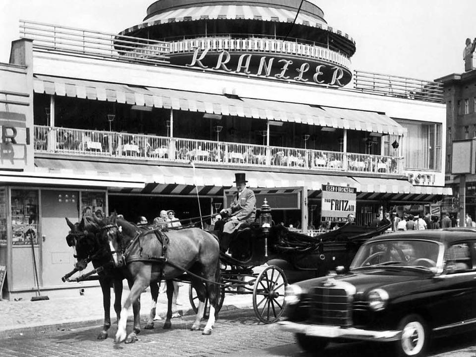 Ikone der Wirtschaftswunderzeit: Das Café Kranzler im Jahr 1960  | Foto: Verwendung weltweit, usage worldwide