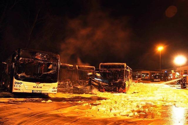 Millionenschaden bei Großbrand in Busdepot in Pforzheim