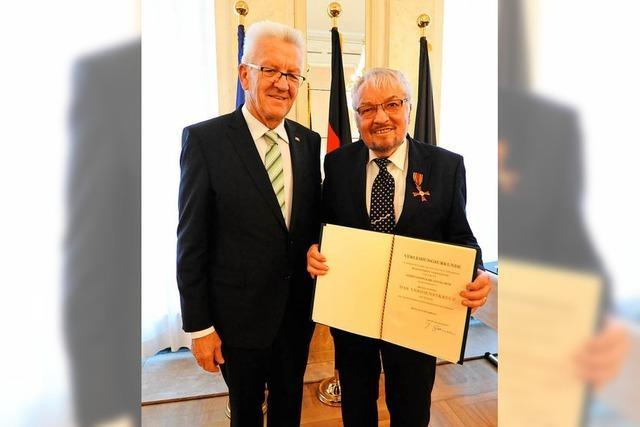 Kretschmann verleiht Karl-Anton Hanagarth Bundesverdienstkreuz