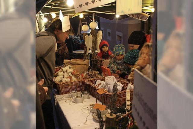 Großer Andrang beim Kleinen Adventsmarkt