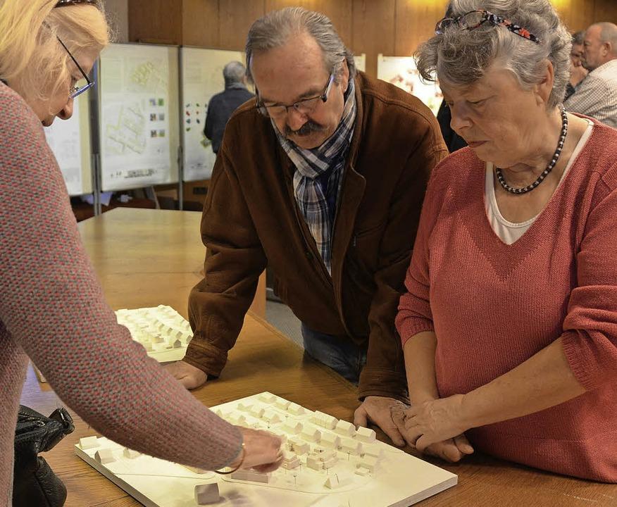Interessierte Bürger konnten sich an M...nen Eindruck von den Entwürfen machen.  | Foto: Andrea Gallien