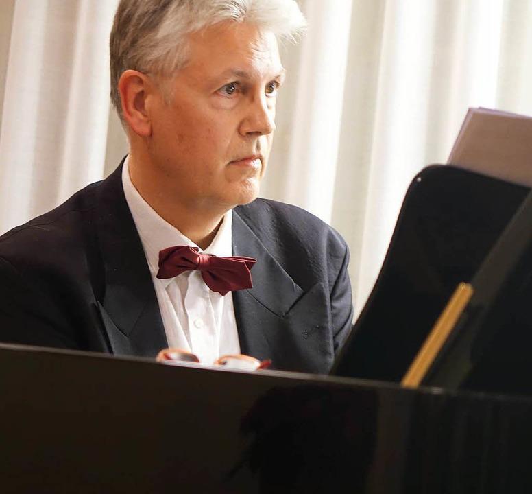 Musikalisch umrahmte Carl-Martin Buttgereit den Festakt.  | Foto: Roswitha Frey