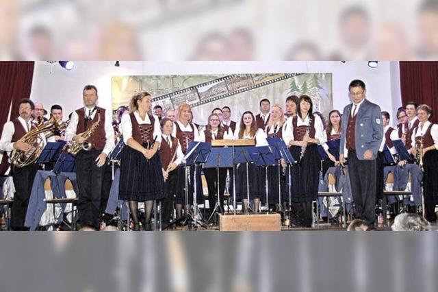 Musikverein Eberfingen und Trachtenkapelle Ühlingen begeistern mit Doppelkonzert