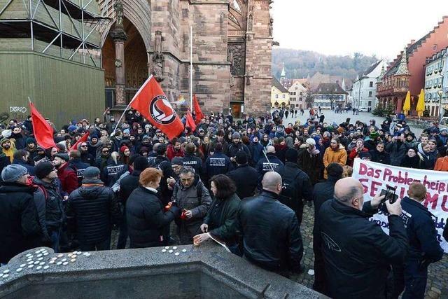 300 Menschen demonstrieren in Freiburg gegen AfD-Kundgebung mit 20 Teilnehmern