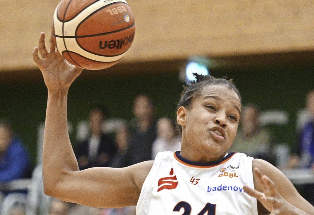 Kristen McCarthy war mit 23 Punkten erfolgreichste Freiburger Korbjägerin.   | Foto: Seeger