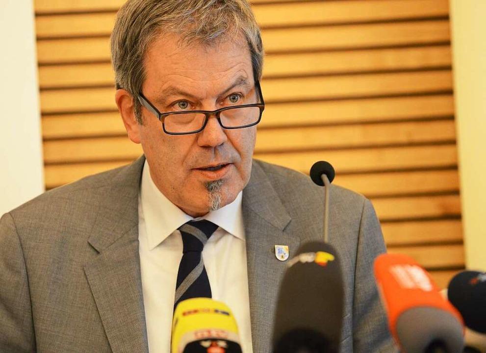 Kriminaldirektor Peter Egetemaier bei ...nferenz zu Verhaftung im Fall Maria L.  | Foto: Rita Eggstein