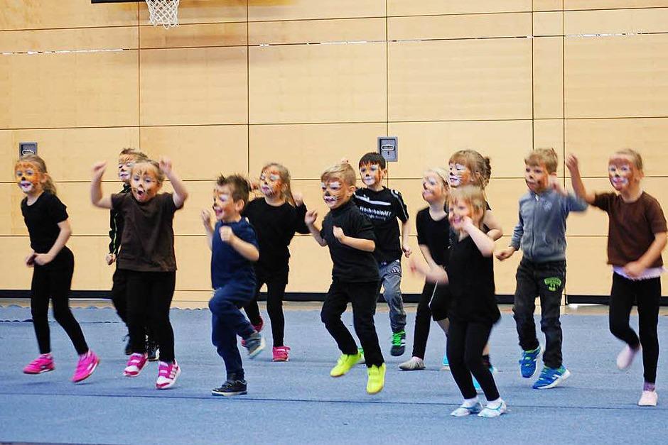 Ein vielfältiges Programm boten die Turnerinnen und Turner des TV Laufenbrg.<?ZL?> (Foto: Melanie Dramac)