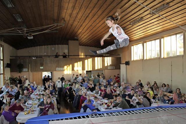 Junge Nikolausturner schenken Publikum tolle Auftritte