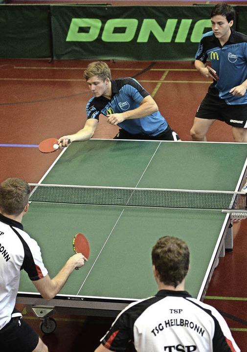 Zwei Doppel an einem Tisch: Simon Goet...eiburg das Heimduell gegen Heilbronn.   | Foto: seeger